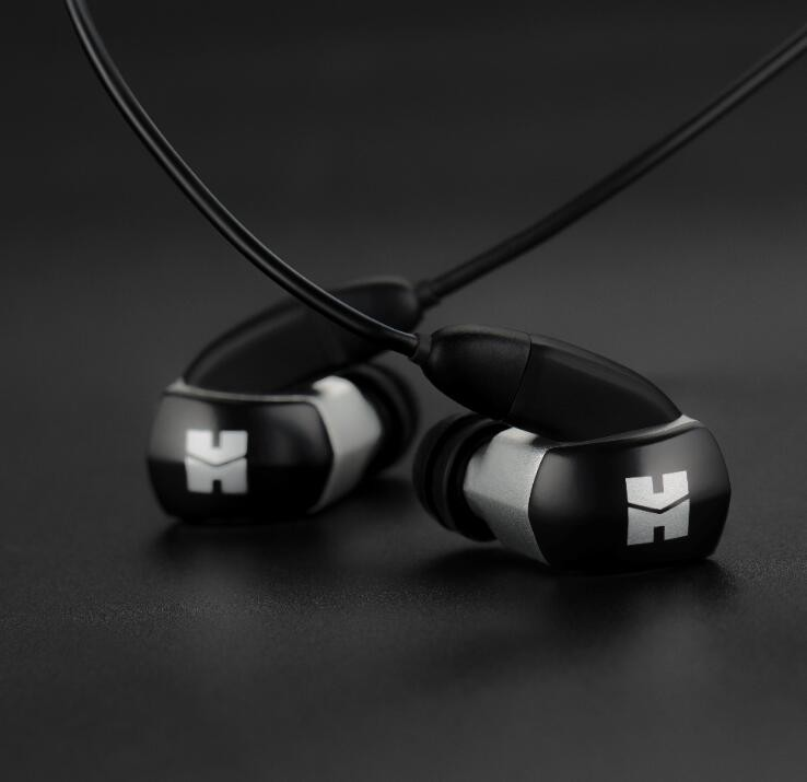 RE2000 Silver In-Ear Monitor